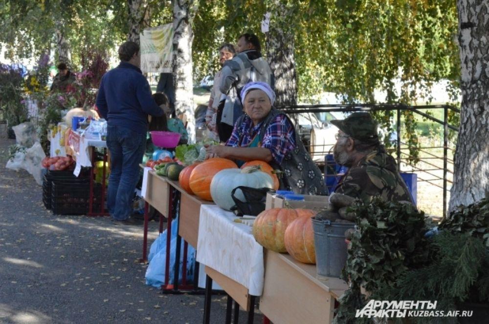 Кузбассовцы также привезли на выставку товары личных подсобных хозяйств.