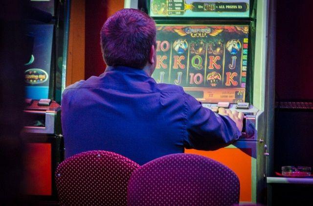 В Сургуте будут судить мужчину за организацию азартных игр