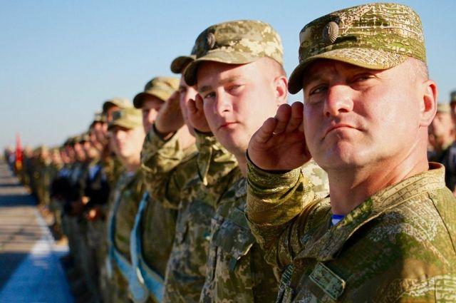 Порошенко ветировал закон оправе военных на заблаговременное расторжение договора