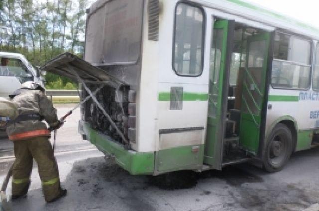 СКпроводит проверку пофакту пожара вмаршрутке вгороде Бор