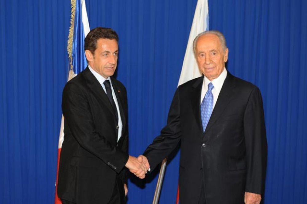 15 апреля 2010 года. Николя Саркози и Шимон Перес.