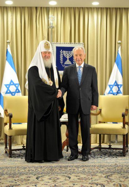 10 ноября 2012 года. Патриарх Московский и всея Руси Кирилл и Шимон Перес.