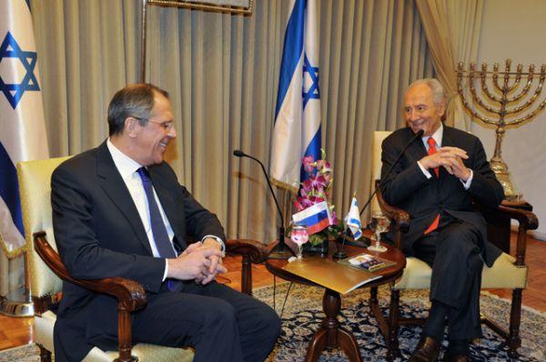 29 июня 2010 года. Сергей Лавров и Шимон Перес.