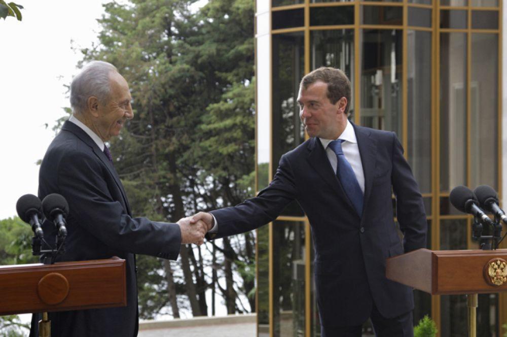 18 августа 2009 года. Дмитрий Медведев и Шимон Перес.