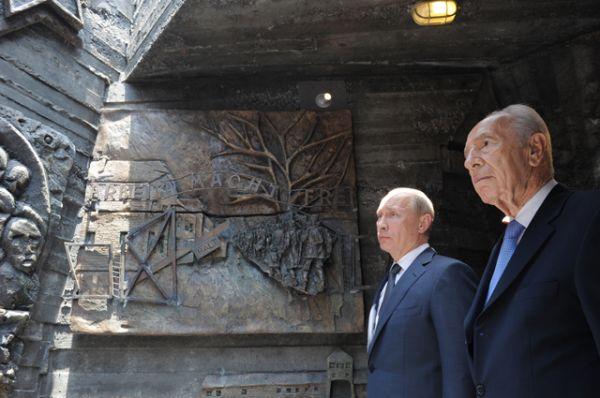 25 июня 2012 года. Владимир Путин и Шимон Перес.