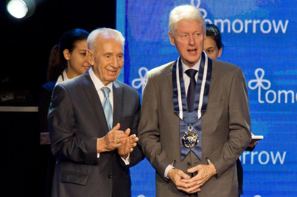 19 июня 2013 года. Билл Клинтон и Шимон Перес.