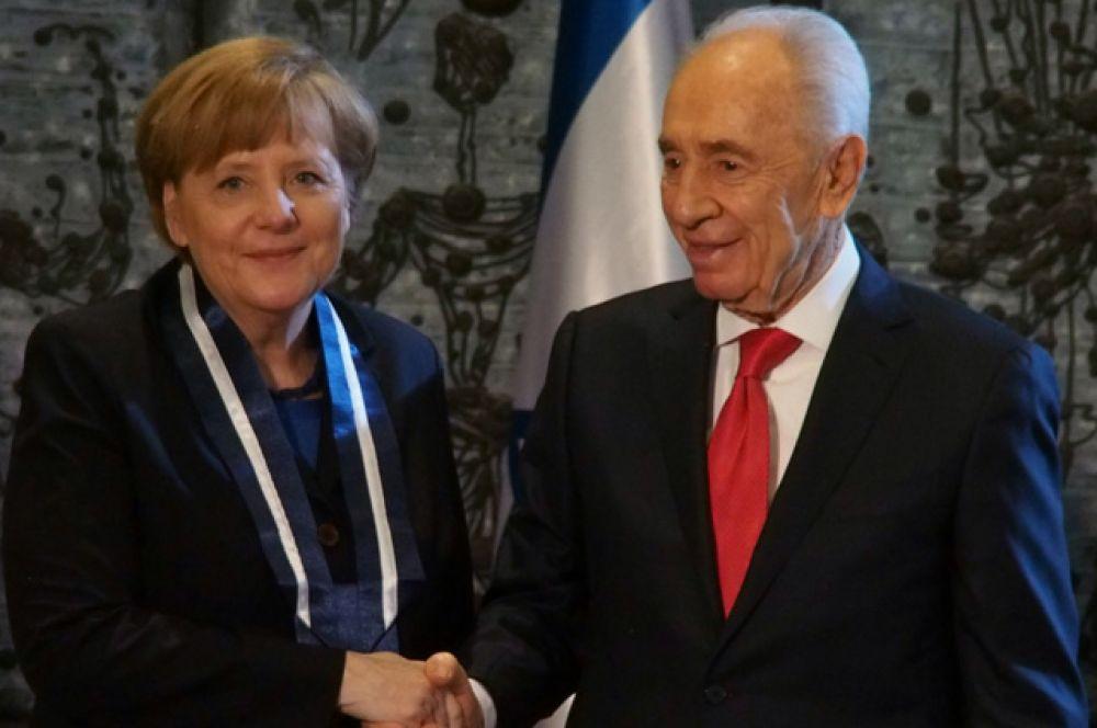 25 февраля 2014 года. Ангела Меркель и Шимон Перес.
