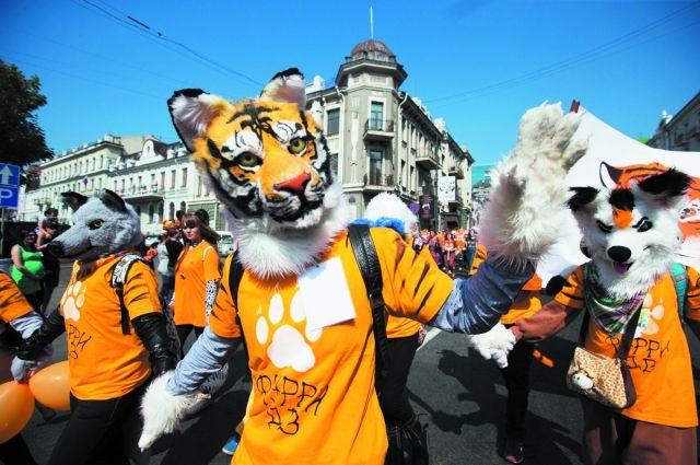 То ли люди, то ли тигры шагали в воскресенье по краевому центру.
