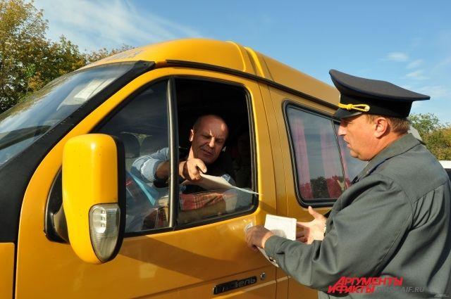 Многие маршрутки маскируются под легковые такси.
