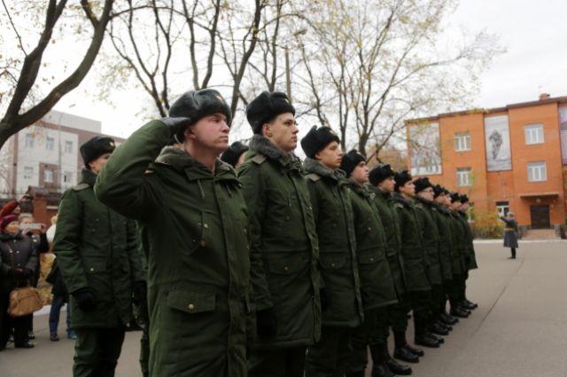 Многие омичи желают служить в армии.