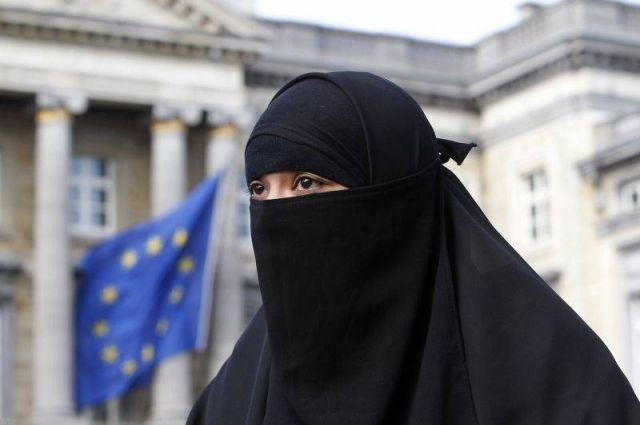 Парламент Швейцарии законодательно запретил ношение паранджи