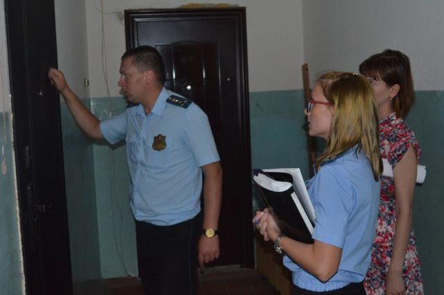 Сумма долга омича за коммунальные услуги составила около 120 тысяч рублей.