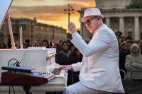 За все 24 часа игры на рояле Петр сделал всего несколько двухминутных передышек.