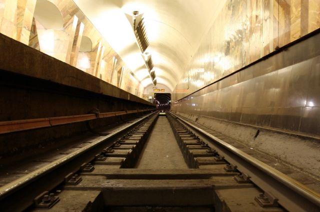 Девушка упала нарельсы Харьковского метро