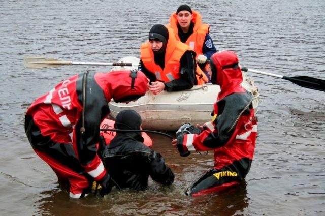 Водолазы достали изВолги тело утонувшей пенсионерки
