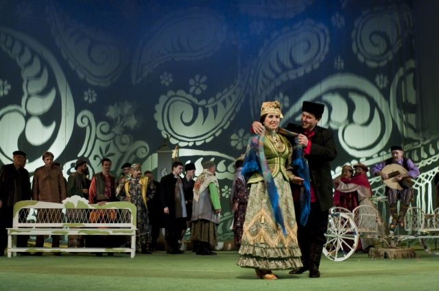 ВКазани артисты театра Камала устроили флэшмоб вметро