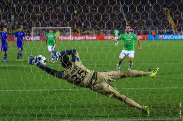 Во втором тайме при счете 2:2 на 56-й минуте матча вратарь ростовчан Сослан Джанаев отразил пенальти.