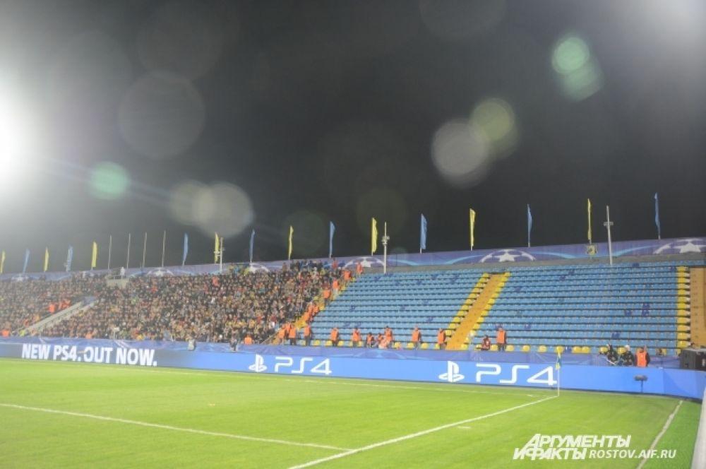 Дисквалифицированная трибуна на восточной стороне. Таким образом УЕФА наказал ФК «Ростов» за расистское поведение некоторых зрителей в матче квалификации с «Аяксом».