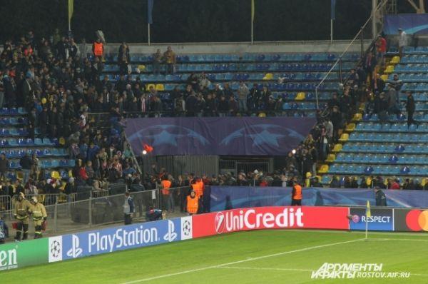 Болельщики голландской команды, их было человек 20. Футболисты ПСВ после матча пришли к трибуне и благодарили своих зрителей, приехавших в Ростов.