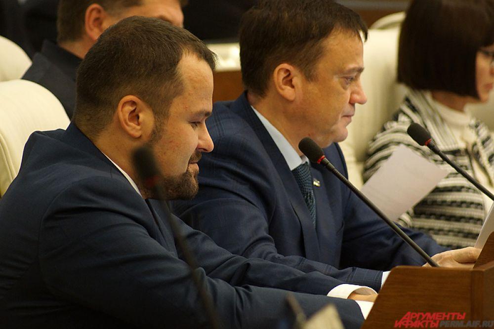 Часто вне регламента слово брал новичок на политической арене - депутат от фракции ЛДПР Александр Григоренко.