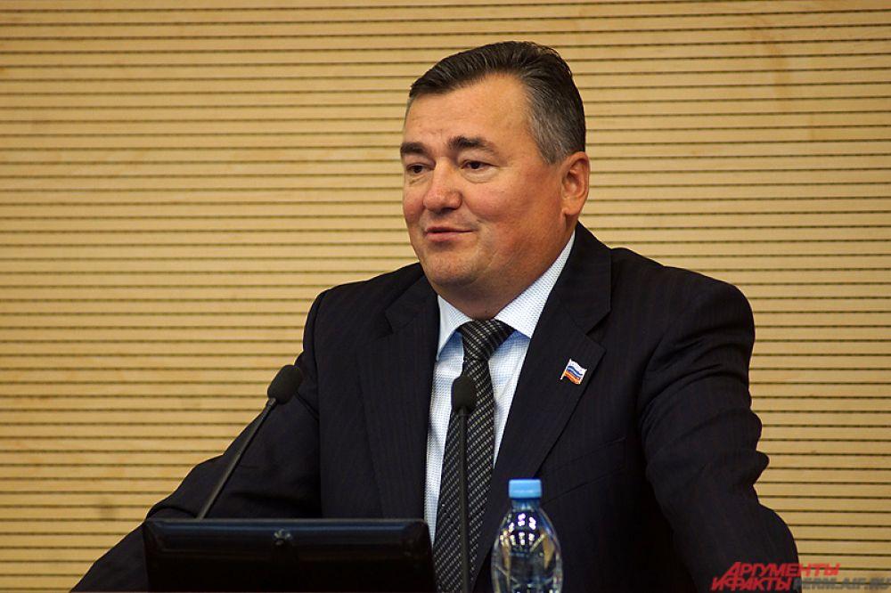 По итогам первого заседания Валерий Сухих был избран на должность председателя Законодательного Собрания Пермского края.