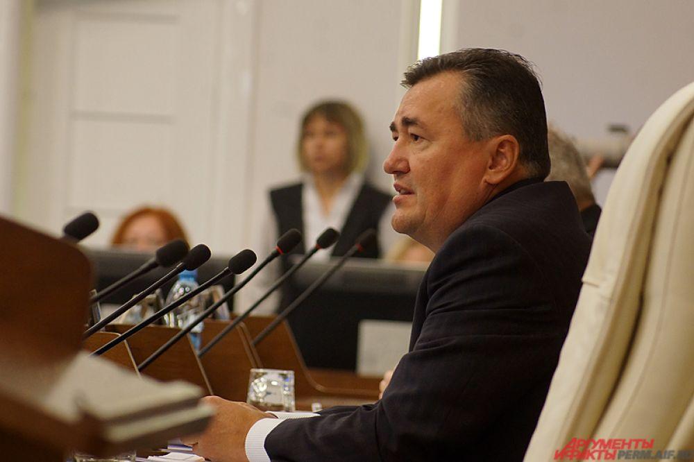 Опытный парламентарий Валерий Сухих.