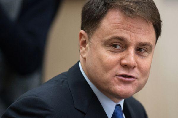 Владимир Груздев — предприниматель, бывший губернатор Тульской области. Проходил службу в СВР России в 1991–1993 годах.