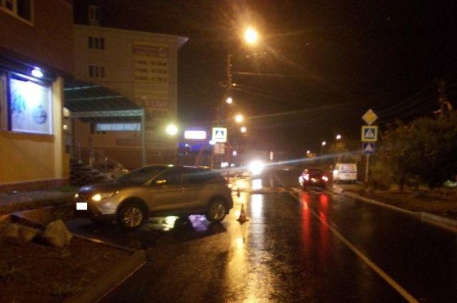 ВСтаврополе под колёса автомобиля угодила девушка