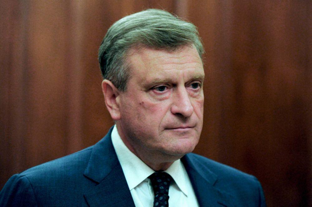 Игорь Васильев — временно исполняющий обязанности Губернатора Кировской области. Военную службу в органах КГБ СССР проходил в 1983–1992 годах, был период, когда он служил в одном управлении с Владимиром Путиным.
