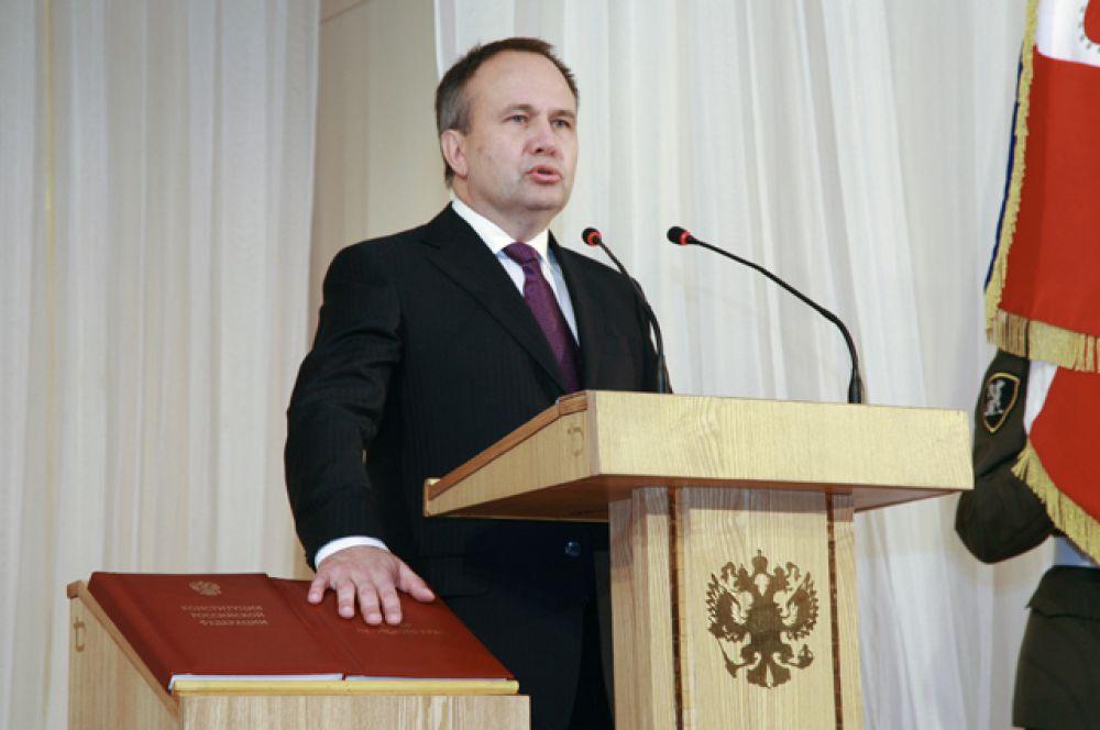 Олег Чиркунов — бывший губернатор Пермского края. Окончил Высшую школу КГБ СССР в 1985 году, после чего поступил на службу в КГБ.