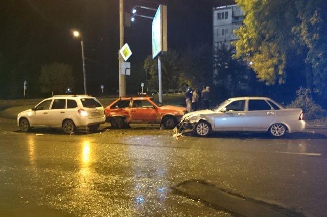 Встолкновении трех «ВАЗов» пострадала 3-летняя малышка— Оренбург