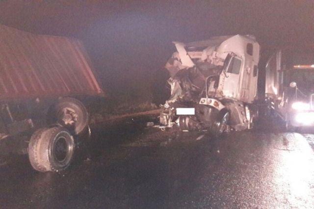 Два грузового автомобиля столкнулись наСтаврополье