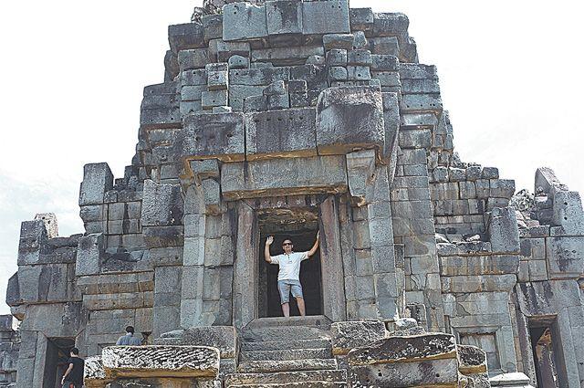 Храмовый комплекс Ангкор-Ват поражает своими масштабами.