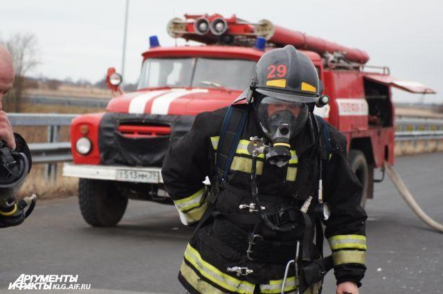 В Калининграде из горящего дома спасли 12 человек, один погиб.
