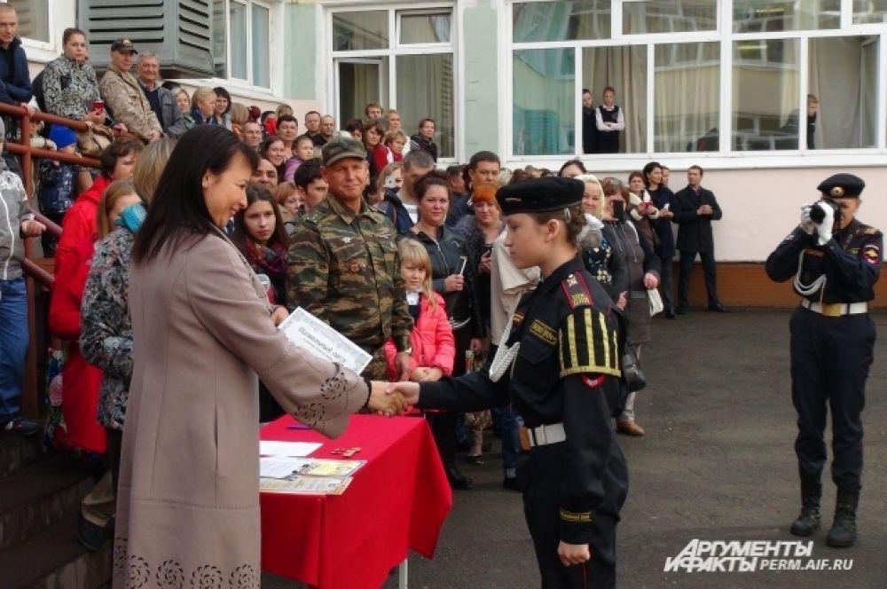 Директор школы - депутат Пермской городской думы - Ирина Горбунова отметила лучших курсантов.