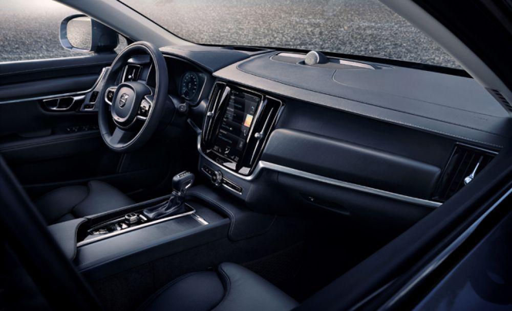 Интереьер Volvo V90 Cross Country