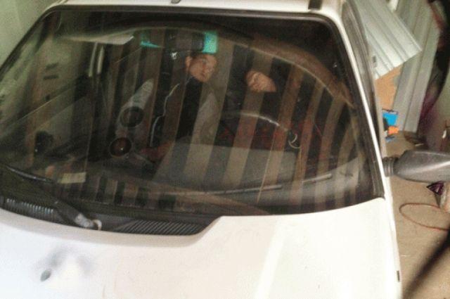 Полицейские отыскали несовершеннолетних угонщиков— они заснули вкраденном авто