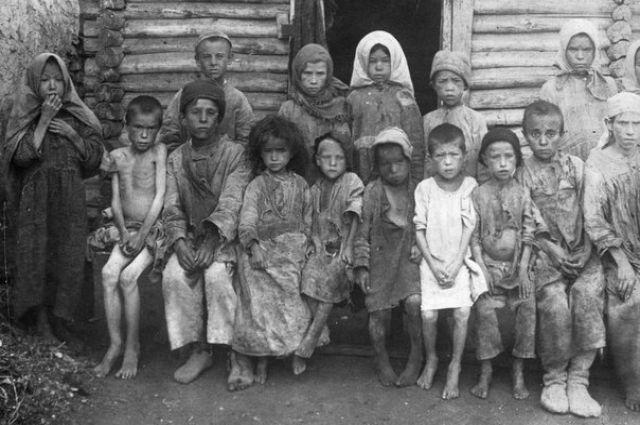 Из-за голода 1920-х годов тысячи детей стали сиротами.