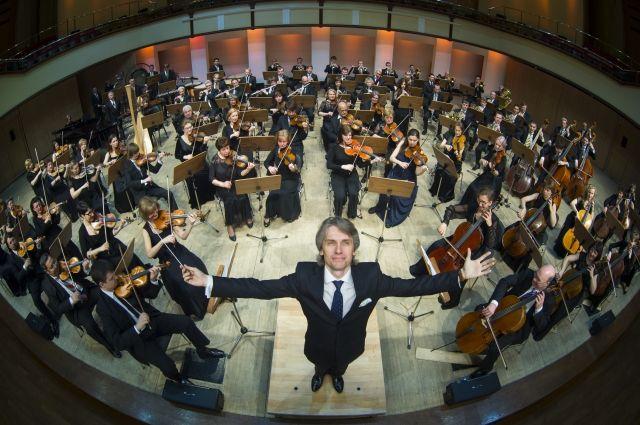 С публикой музыканты ищут баланс интересов и одной классикой на концертах не ограничиваются.
