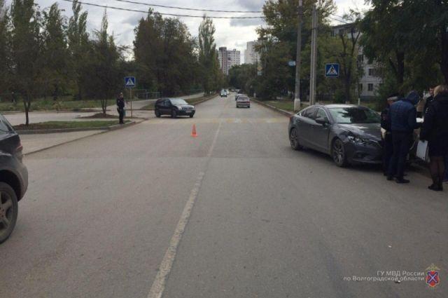 ВКировском районе под колеса иномарки угодила девушка стрехмесячным сыном 0