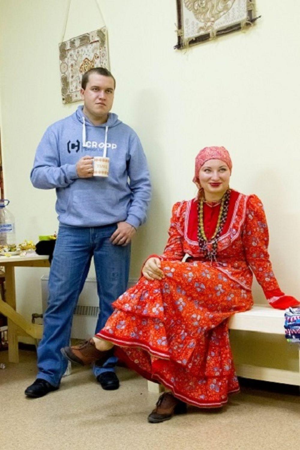 Народный костюм – это не только традиция, место которой сейчас только на сцене среди фольклорных коллективов. Существует множество поводов, по которым традиционный наряд оказывается уместным.