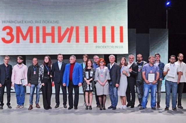 Финалисты кинофестиваля вместе с организаторами и жюри