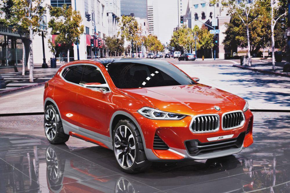 BMW анонсировал новое кросс-купе X2. Машина построена на базе кроссовера X1 и отличается более изящным кузовом. Старт продаж намечен на следующий год.