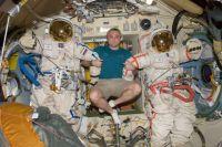 Максим Сураев на борту космического корабля.