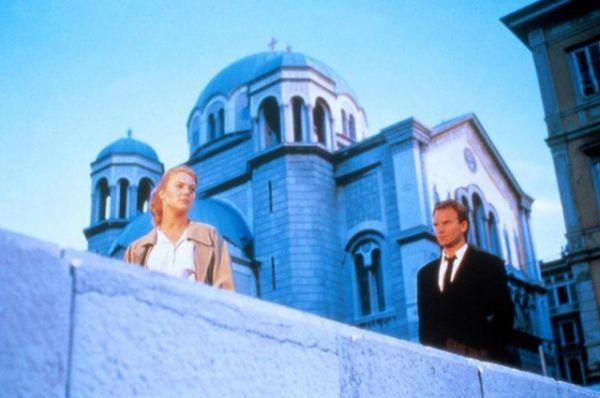 «Джулия и Джулия» (1987) —  о молодой женщине, чье воображение уносит ее в два разных мира. Стинг присутствует в обоих мирах и играет то мужа, то любовника главной героини.
