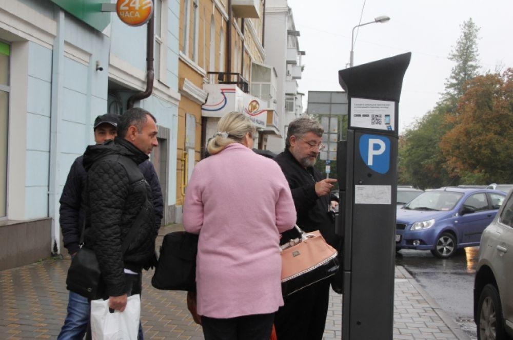 Места для стоянки автомобилей платные – 35 рублей за час.