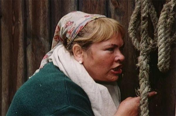 Нина Усатова в роли Матвеевны из фильма «Кадриль» (1999).