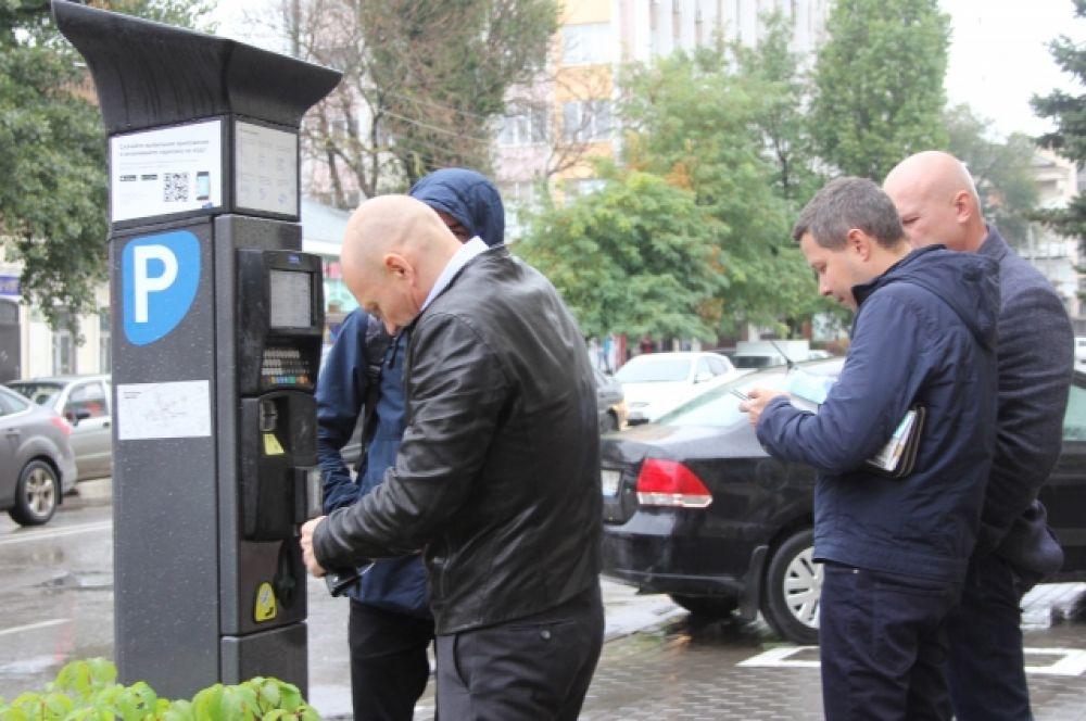 Плату можно произвести также через личный кабинет парковочного портала www.rndparking.ru и посредством смс-сообщений с парковочного счёта с помощью мобильного приложения «Парковки Ростова-на-Дону».
