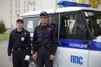 Анатолий Кайгородов и Александр Чурзин разбили окно в легковушке и спасли курганца из огня.