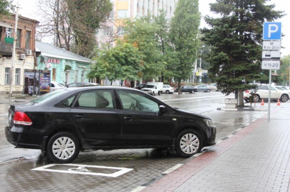 Пока не понятно: платные стоянки - охраняемые или нет. То есть, не ясно: несёт кто-либо отвественност за сохранность автомобилей или нет.